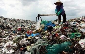 Người dân tiếp tục chặn xe vào bãi rác Nam Sơn: Hà Nội xử lý ra sao?