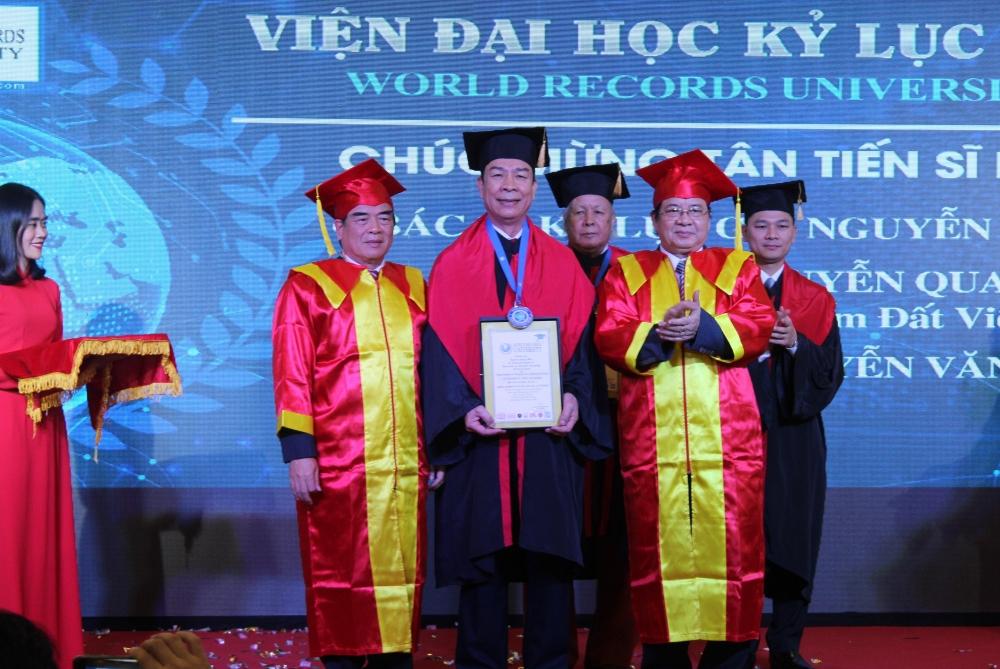 Gốm Đất Việt xác lập thêm kỷ lục thế giới
