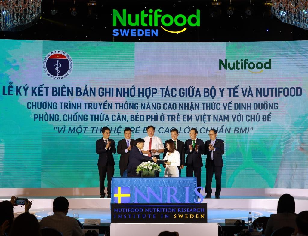 Lễ ký kết Biên bản ghi nhớ hợp tác giữa Bộ Y tế và NutiFood