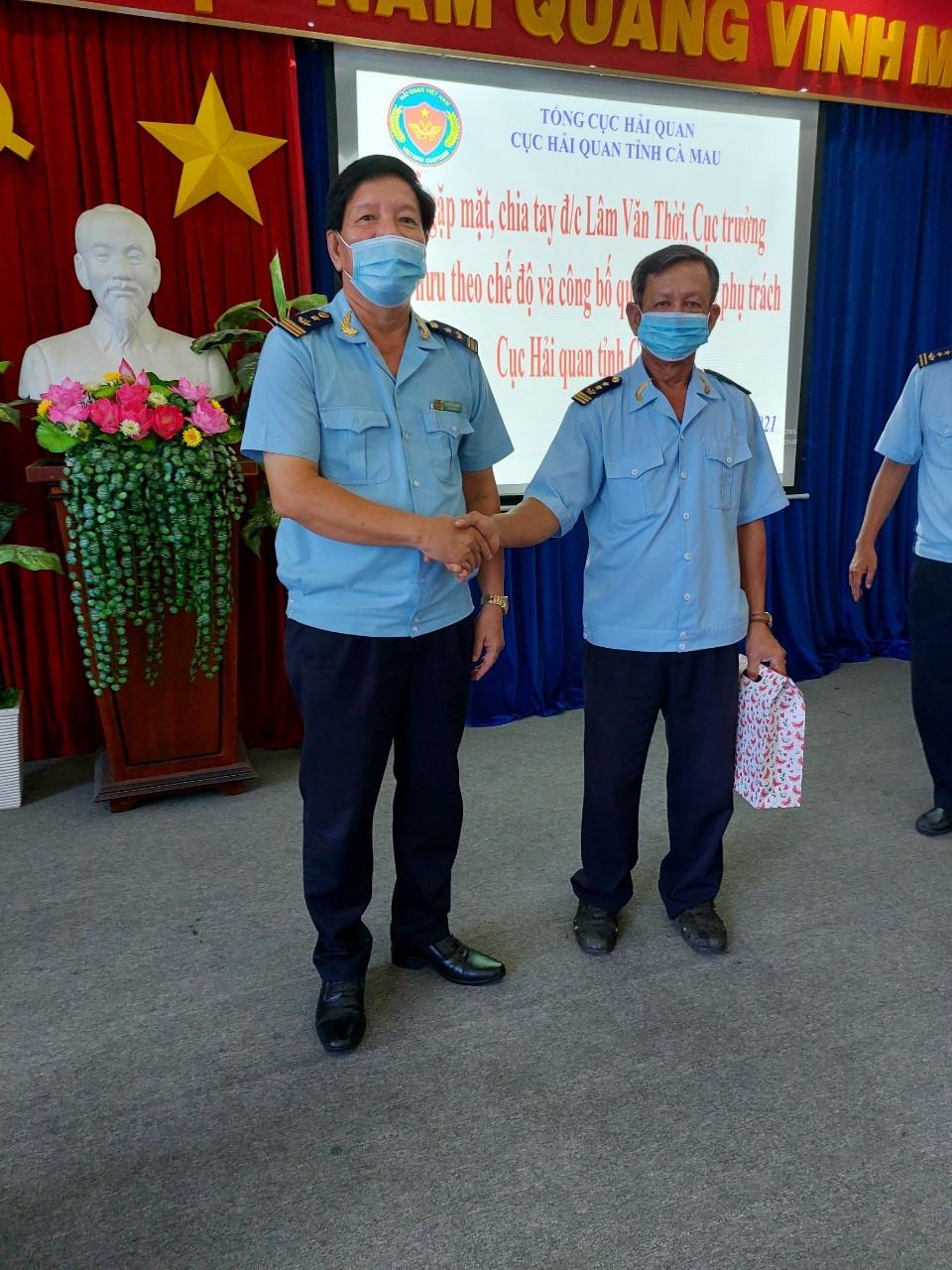 Ông Nguyễn Minh Chiếm ( trái) và ông Lâm Văn Thời tại Hội nghị
