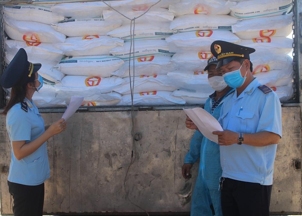 Chi cục HQCK Hà Tiên ( Kiên Giang) kiểm tra đường nhập khẩu