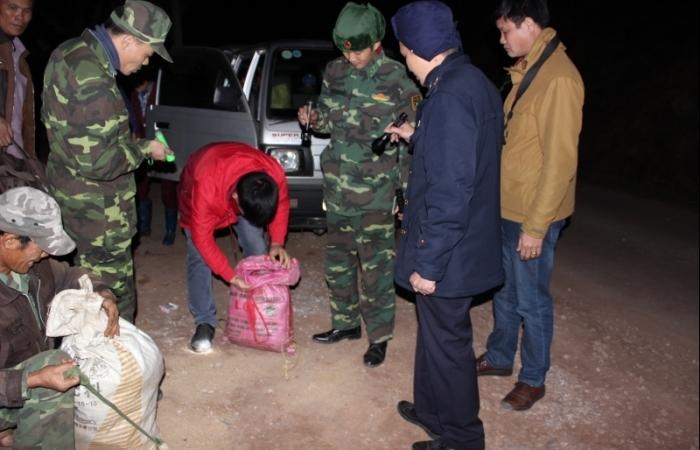 Hải quan Chi Ma bắt giữ 14 kg kim loại nghi là bạc