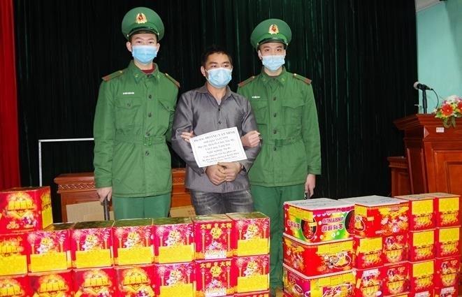 Lạng Sơn: Bắt đối tượng vận chuyển 116 kg pháo nổ