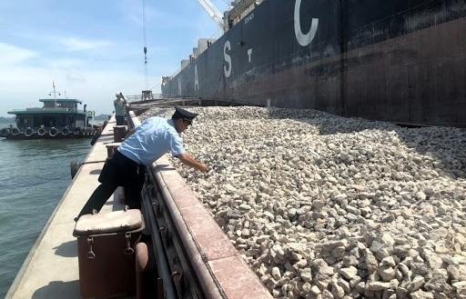 Lô đá vôi xuất khẩu đang giữ tại cảng có nguồn gốc từ các mỏ do tỉnh cấp phép là không đúng quy định