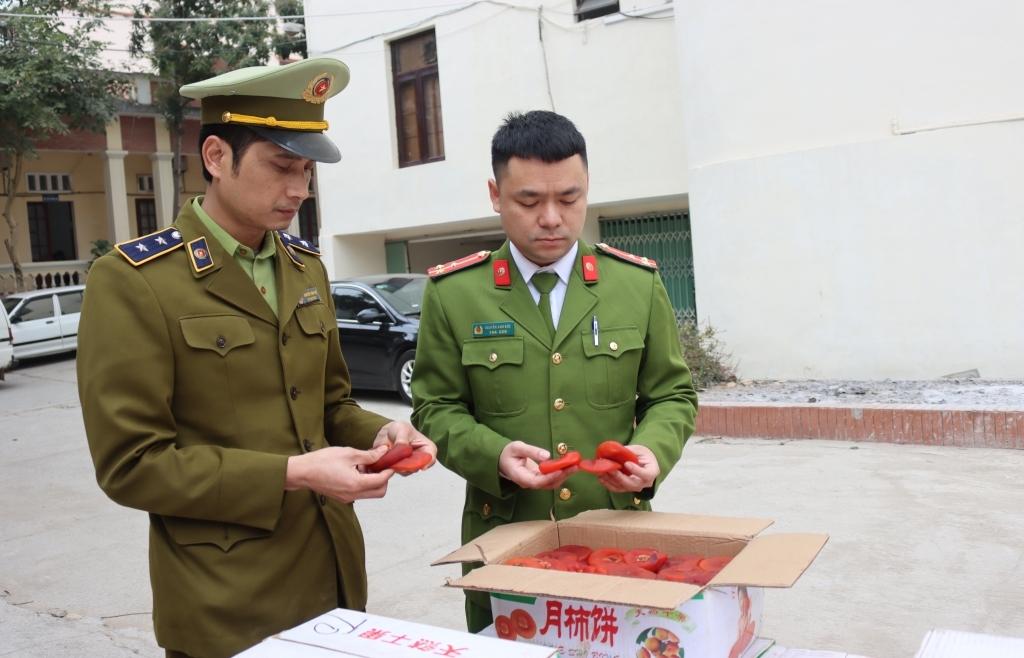 Tịch thu gần 1,2 tấn hồng sấy dẻo nhập lậu