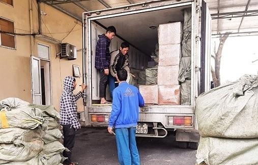 Hà Tĩnh: Bắt xe ô tô vận chuyển hơn 5 tấn thực phẩm không rõ nguồn gốc