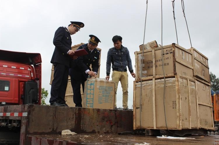 """Hải quan Hữu Nghị: """"Chủ công"""" thu ngân sách của Hải quan Lạng Sơn"""