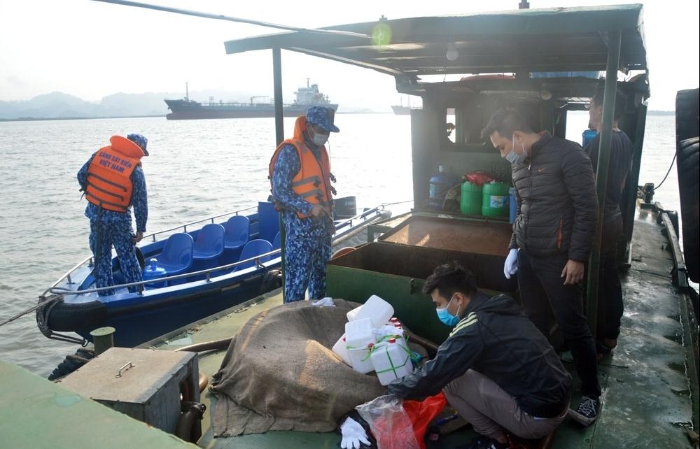 Cảnh sát biển xử lý hàng loạt vi phạm trên biển và địa bàn ven biển