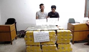 Bắt 2 đối tượng vận chuyển 600.000 viên ma túy và 36 bánh heroin