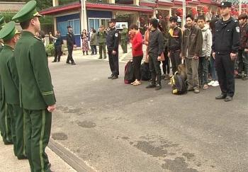 Tiếp nhận 49 công dân được Trung Quốc trao trả do xuất cảnh trái phép