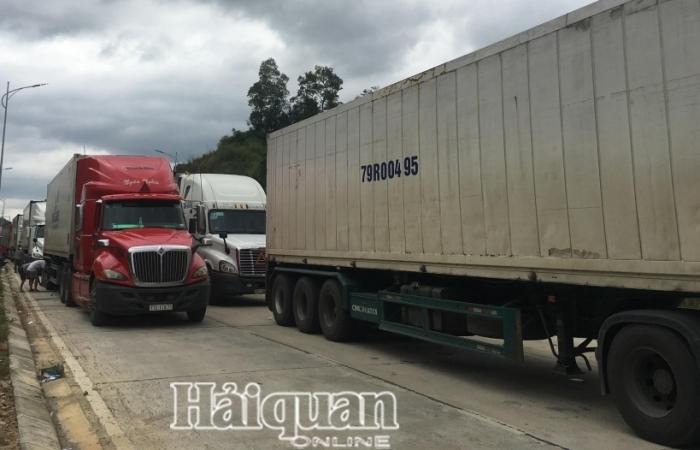 Triển khai điều tiết nhanh lượng hàng hóa vận chuyển lên cửa khẩu Tân Thanh