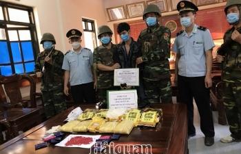 Hảiquan Hà Tĩnh phối hợp bắt5kg ma túy đávà 30.000viên hồng phiến
