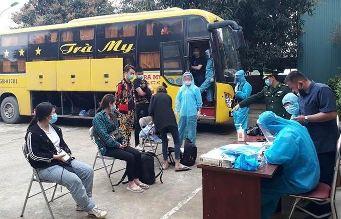 Nghệ An: Phát hiện xe chở 53 người Trung Quốc nhập cảnh trái phép