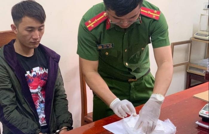 Nghệ An: Bắt đối tượng mua bán trái phép 2 bánh heroin