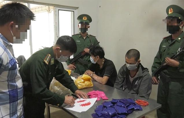 Tóm gọn 2 đối tượng vận chuyển 17.600 viên ma túy tổng hợp từ Lào vào Việt Nam