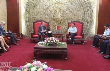 Tổng cục trưởng Nguyễn Văn Cẩn tiếp xã giao Quốc Vụ khanh Tài chính Hà Lan Menno Snel