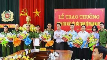 Chủ tịch tỉnh Hà Tĩnh trao thưởng lực lượng bắt 640 kg ma túy đá, 100 bánh heroin