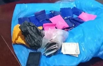Hảiquan Nghệ An thu giữ 10 viên đạn, 1 xe ô tô Camry và hàng nghìn khẩu trang y tế