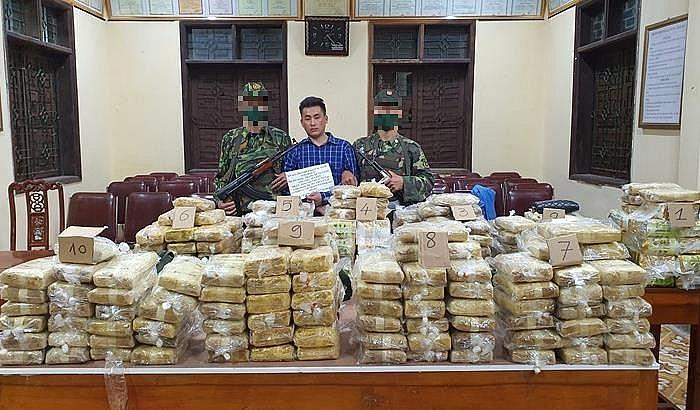 Đối tượng cùng tang vật 227,5kg ma túy do lực lượng đánh án bắt giữ ngày 3/4/2021. Ảnh: Thanh Lịch