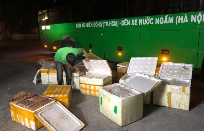 Nghệ An: Bắt xe ô tô vận chuyển gần 1 tấn thực phẩm bẩn