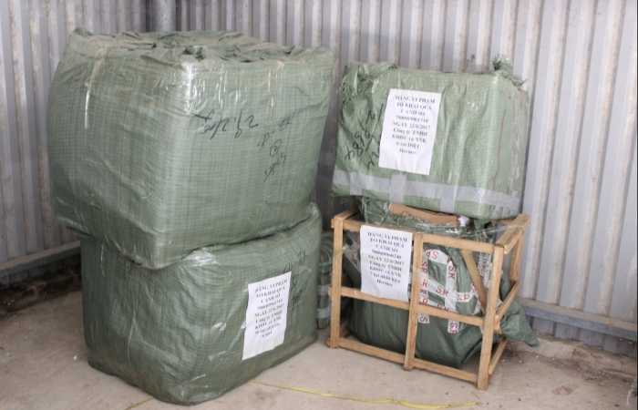 Hải quan Cốc Nam thu giữ 365 sản phẩm hàng gia dụng