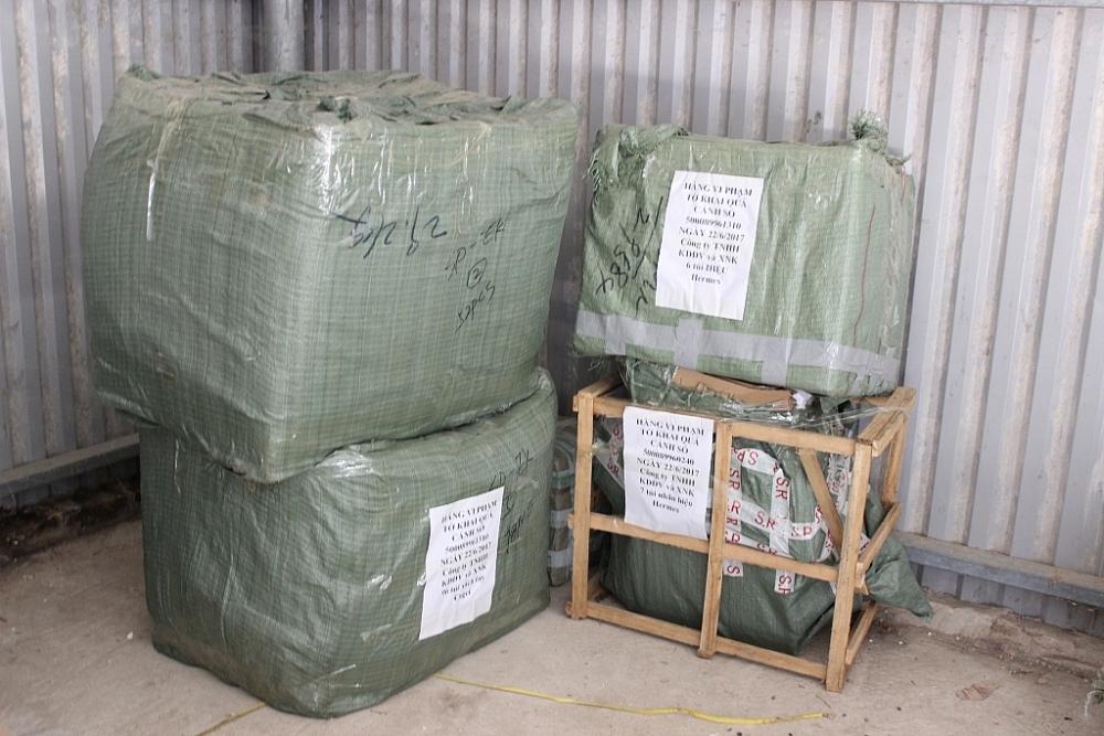 Thời gian gần đây Hải quan Lạng Sơn tiếp tiếp thu giữ nhiều lô hàng vô chủ. Ảnh: H. Nụ