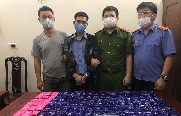 Nghệ An: Bắt đối tượng vận chuyển 1 bánh heroin và hàng chục nghìn viên hồng phiến