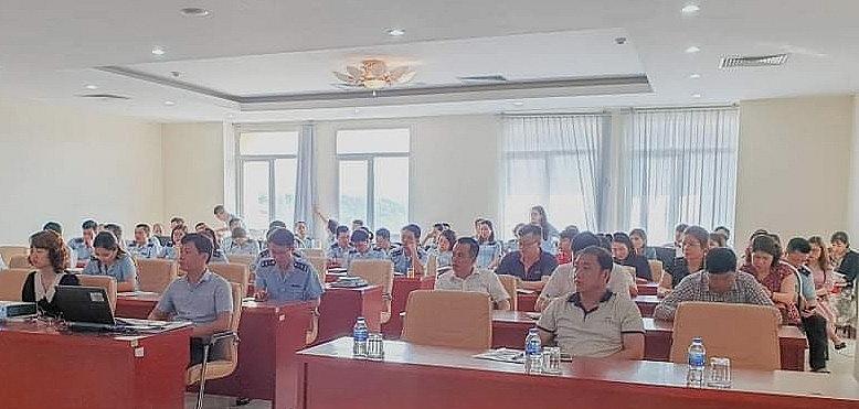 Hải quan Lạng Sơn phối hợp với Vụ Pháp chế tổ chức tập huấn quy định tại Nghị định 128/2020/NĐ-CP cho DN và CBCC hải quan ngày 22/4/2021. Ảnh: Hải Quang