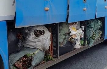 Hà Tĩnh: Phát hiện 2 xe khách chở hàng hóa không rõ nguồn gốc, xuất xứ