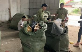 Quản lý thị trường Lạng Sơn tóm gọn 4 xe ô tô chở hàng lậu