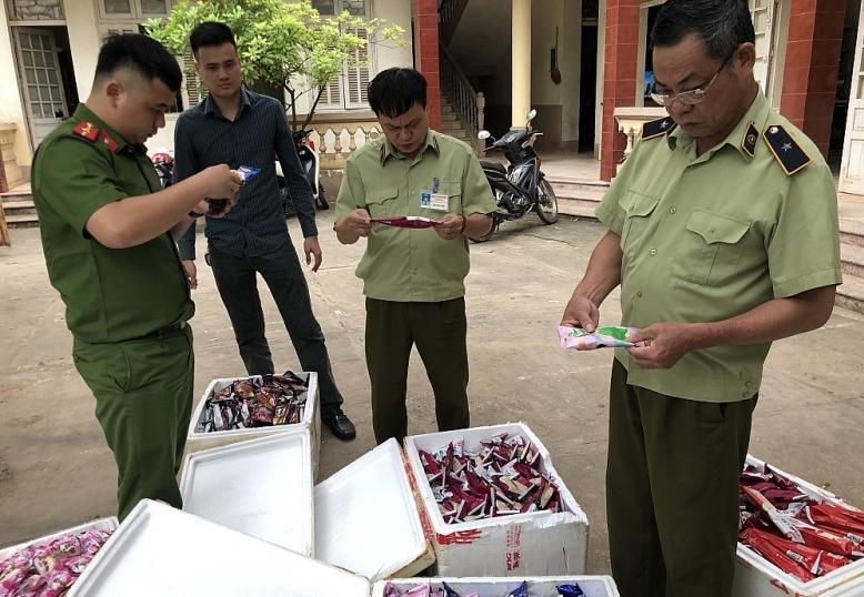 Chặn đứng số lượng lớn thực phẩm đóng gói nhập lậu từ Trung Quốc