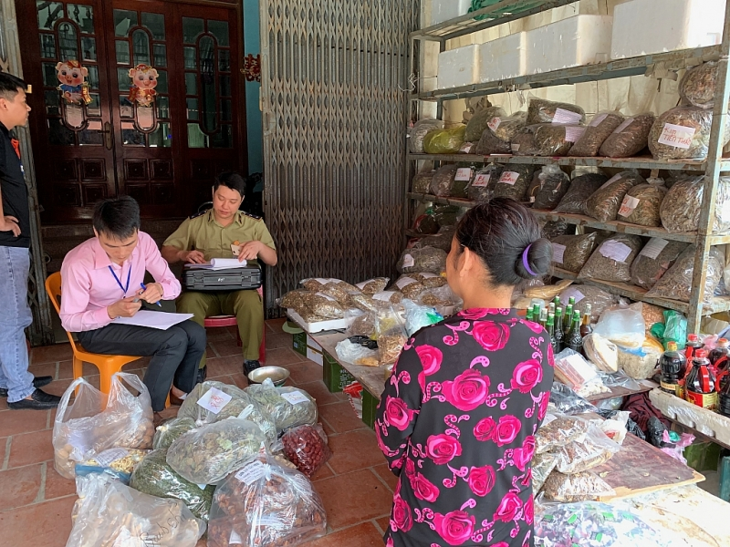thu giu tren 2427 kg duoc lieu khong ro nguon goc