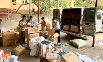 Lạng Sơn: Bắt xe ô tô sử dụng biển giả vận chuyển số lượng lớn hàng nhập lậu