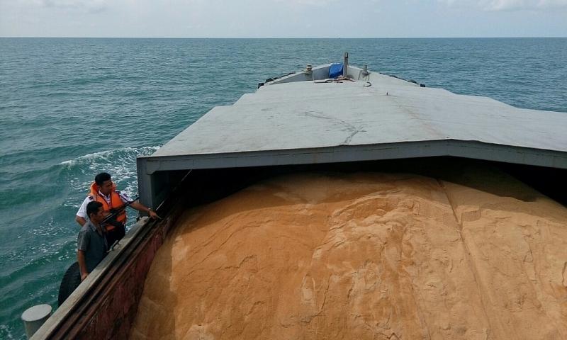 Cảnhsát biển bắttàu vậnchuyển200 tấn đường cát không giấy tờ