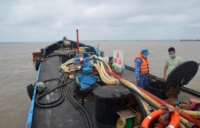 Cảnh sát biển bắt giữ tàu chở 25.000 lít dầu DO lậu