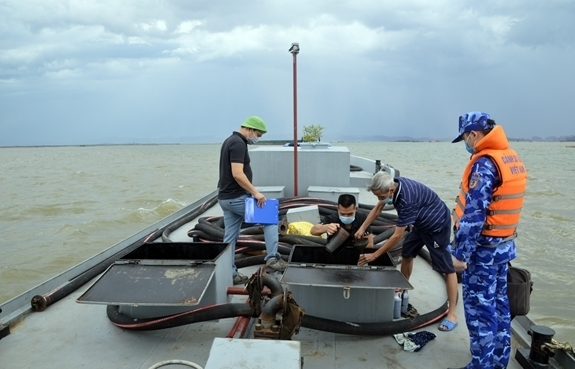 Cảnh sát biển tạm giữ 30.000 kg dầu FO không rõ nguồn gốc