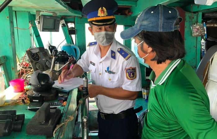 Cảnh sát biển bắt giữ tàu chở 45.000 lít dầu DO không có hóa đơn chứng từ