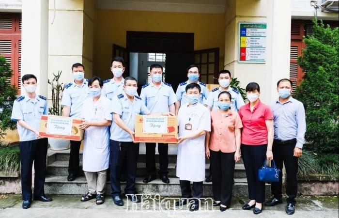 Hải quan Tân Thanh đồng hành cùng địa phương phòng chống dịch Covid-19