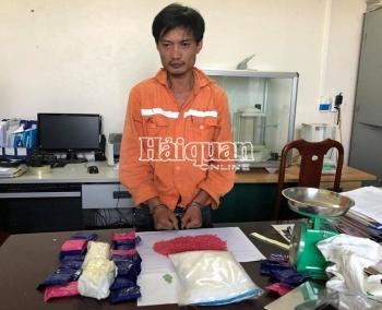Hải quan Hà Tĩnh phối hợp bắt 1 kg ma túy đá và 10.000 viên ma túy tổng hợp