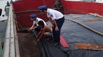 Cảnh sát biển bắt vụ vận chuyển 100 tấn phân bón không rõ nguồn gốc