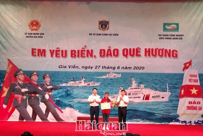 88 học sinh thử sức vớicuộc thi Em yêu biển đảo quê hương tại Ninh Bình