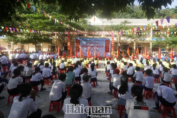 Gần 500 người tham gia mít tinh tuyên truyền phòng, chống ma túytạiNậm Cắn