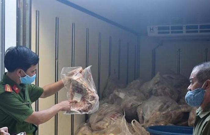 Ninh Bình: Thu giữ hơn 1 tấn thịt không rõ nguồn gốc đang vận chuyển đi tiêu thụ