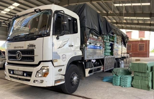 Ninh Bình: Phát hiện xe tải chở hàng nghìn sản phẩm mỹ phẩm lậu