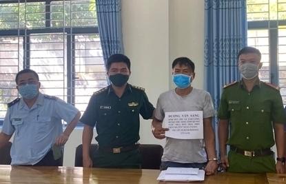 Hải quan Nghệ An: Phối hợp bắt 2 đối tượng vận chuyển 1 bánh heroin