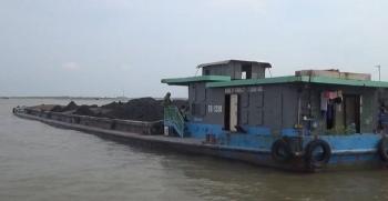Cảnh sát biển tạm giữ 1.000 tấn than không rõ nguồn gốc