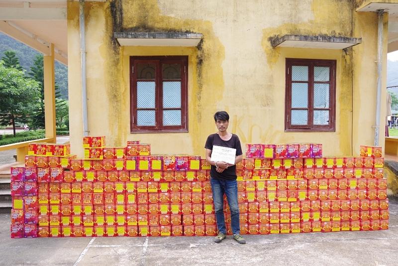 bat qua tang doi tuong dang van chuyen 874 kg phao cac loai tu trung quoc