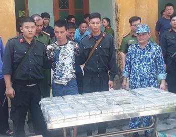 Công an - Cảnh sát biển phối hợp bắt giữ 100 bánh heroin