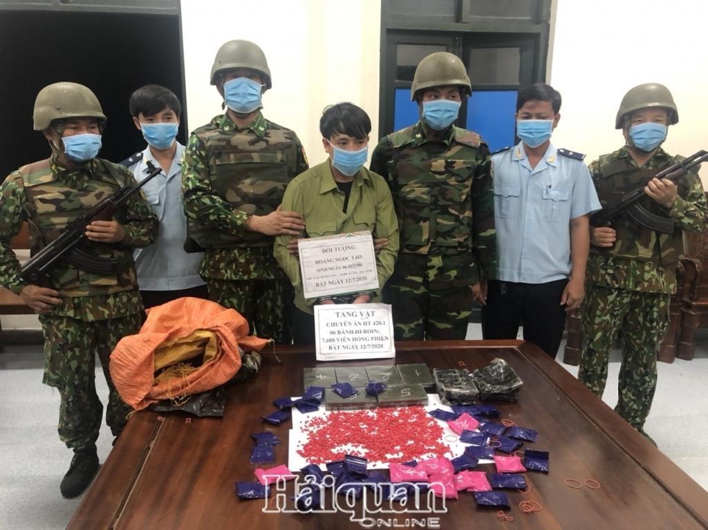 Hải quan Hà Tĩnh bắt đối tượng vận chuyển 6 bánh heroin và 7.600 viên ma túy