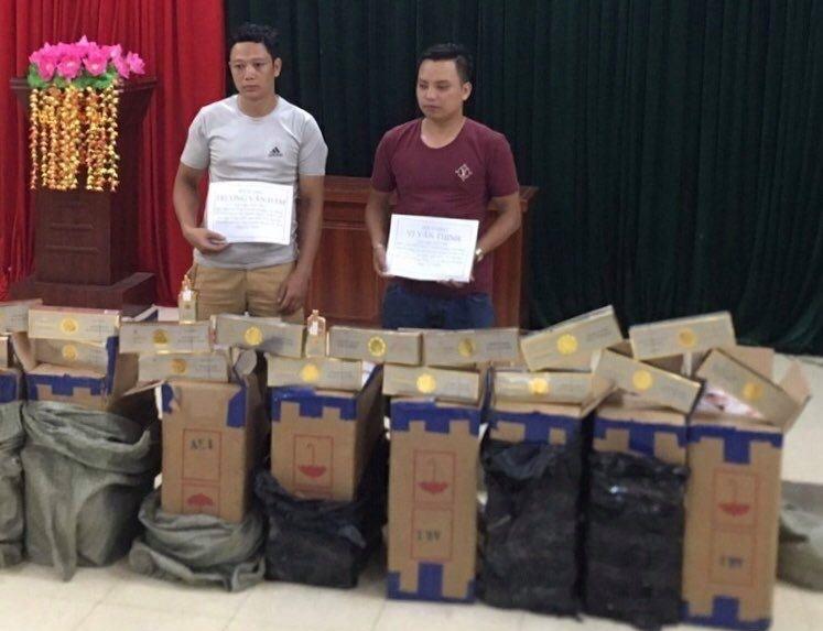 Biên phòng Cao Bằng bắt hai đối tượng vận chuyển gần 5.000 bao thuốc lá